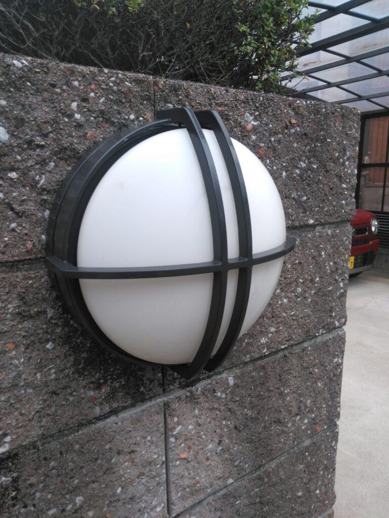 大垣市 Y様邸 外壁塗装・屋根塗装 ボロボロになってしまったベランダの内壁の貼り替え工事をおこないました。