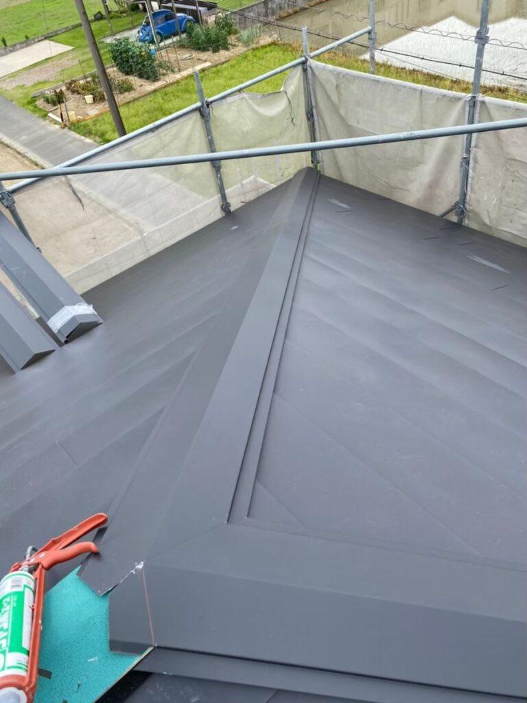 岐阜市 S様邸 劣化したスレート屋根のカバー工法をおこないました。
