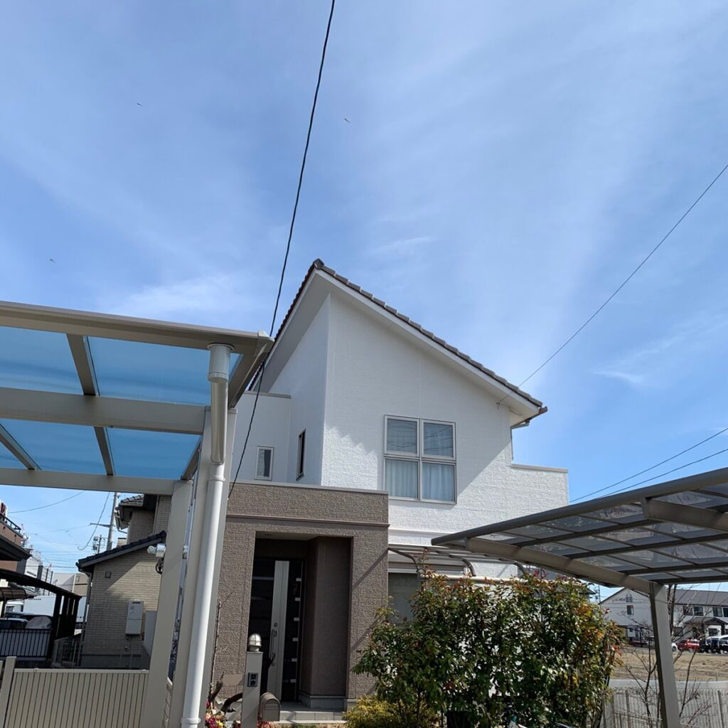 岐阜市 S様邸 コケの生えた外壁の塗装とベランダ防水塗装をしました。