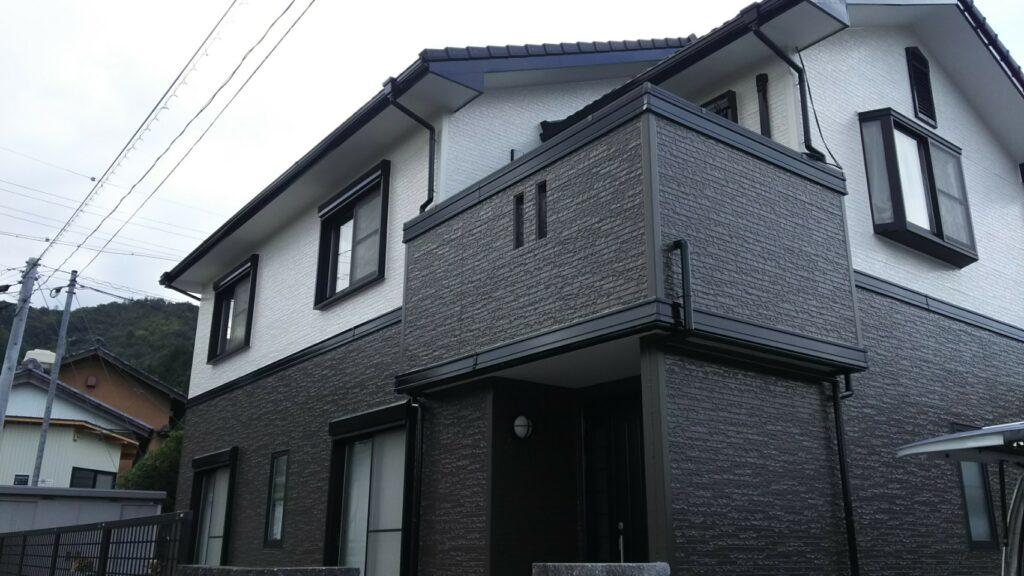 岐阜市のT様 もともと1色だった外壁を今回の塗装工事でツートンカラーにされ、おしゃれなお家に生まれ変わりました。