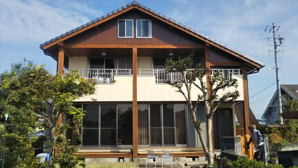 大垣市 W様邸 木部のアク洗いと外壁塗装をおこない暖かく素材感の引き立つお家になりました。