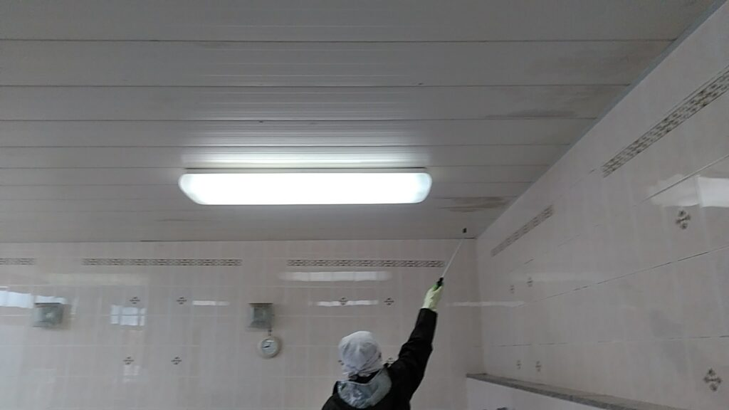 揖斐郡 Y老人ホーム 室内天井の洗浄とクリーニングをおこないました。
