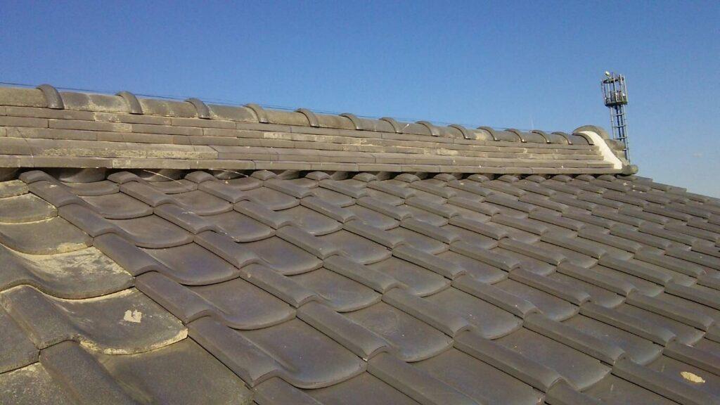 台風の影響により瓦が飛ばされ雨漏り被害をうけた海津市 I様。瓦屋根の修繕工事をされました