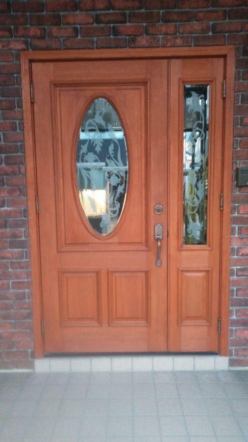 瑞穂市 N様邸 大きくて立派な玄関扉を塗装し、外壁・屋根と共に新築のように蘇りました。
